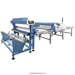 Heavy-duty, non-voven and technical fabric spreading machine with a fabric cradle and table